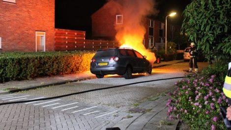 Geparkeerde auto in brand gestoken in Leeuwarden