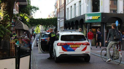 Verdachte springt in stadsgracht tijdens aanhouding in Leeuwarden