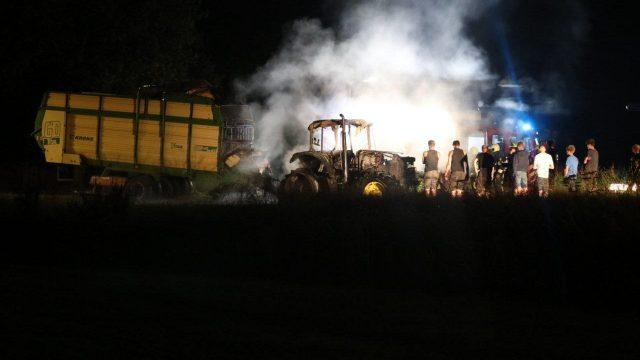 Tractor verwoest door felle brand bij Boornbergum