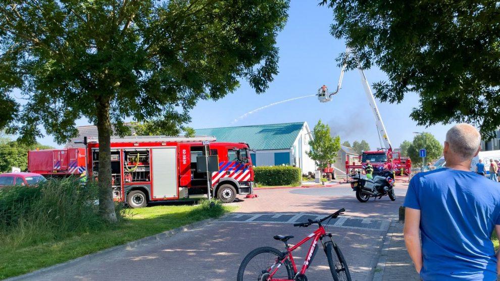 Veel schade door grote brand in loods in Blauwhuis