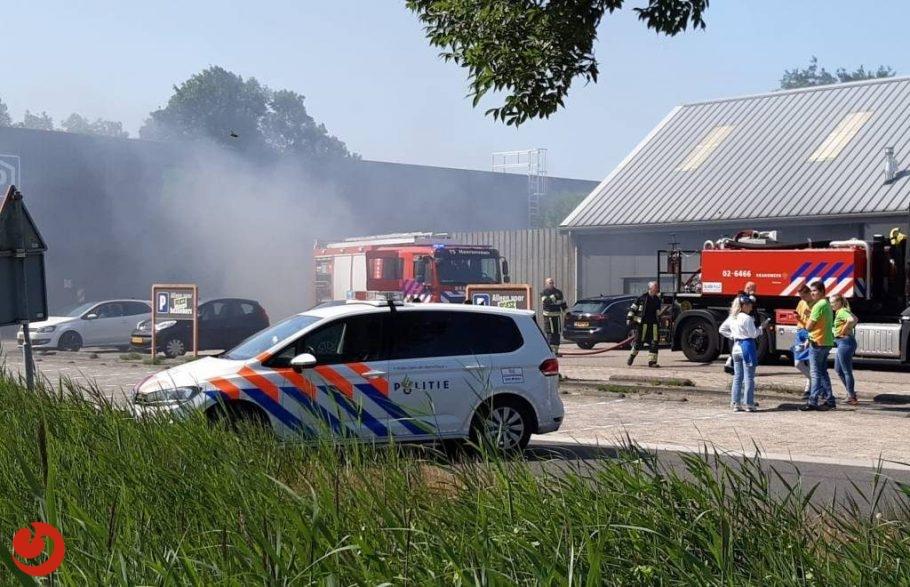 Autobrand in parkeergarage Oudehaske