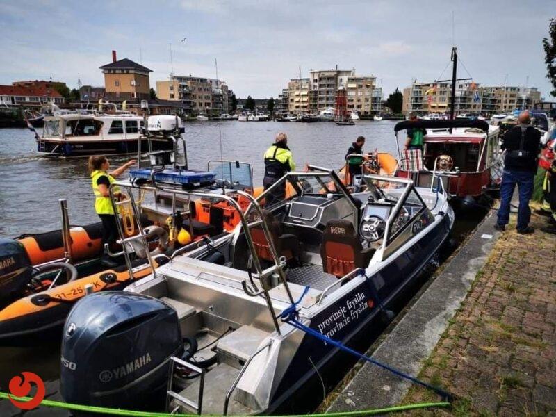 Cruiseschip botst op kruiser in Sneek