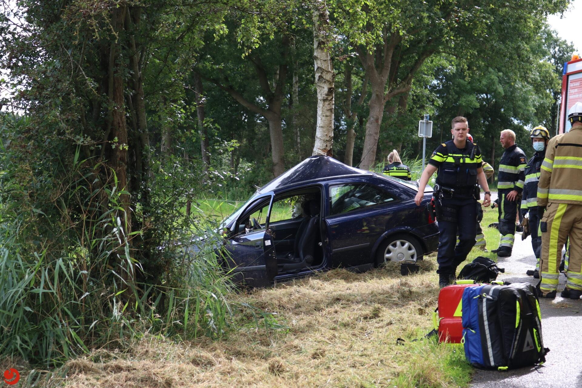 Automobilist ernstig gewond na botsing met boom in Kortehemmen
