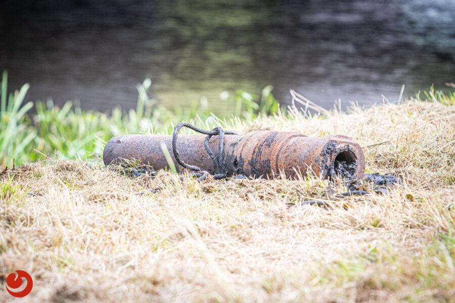 Magneetvissers vinden Duits bergkanon met granaat in De Blesse