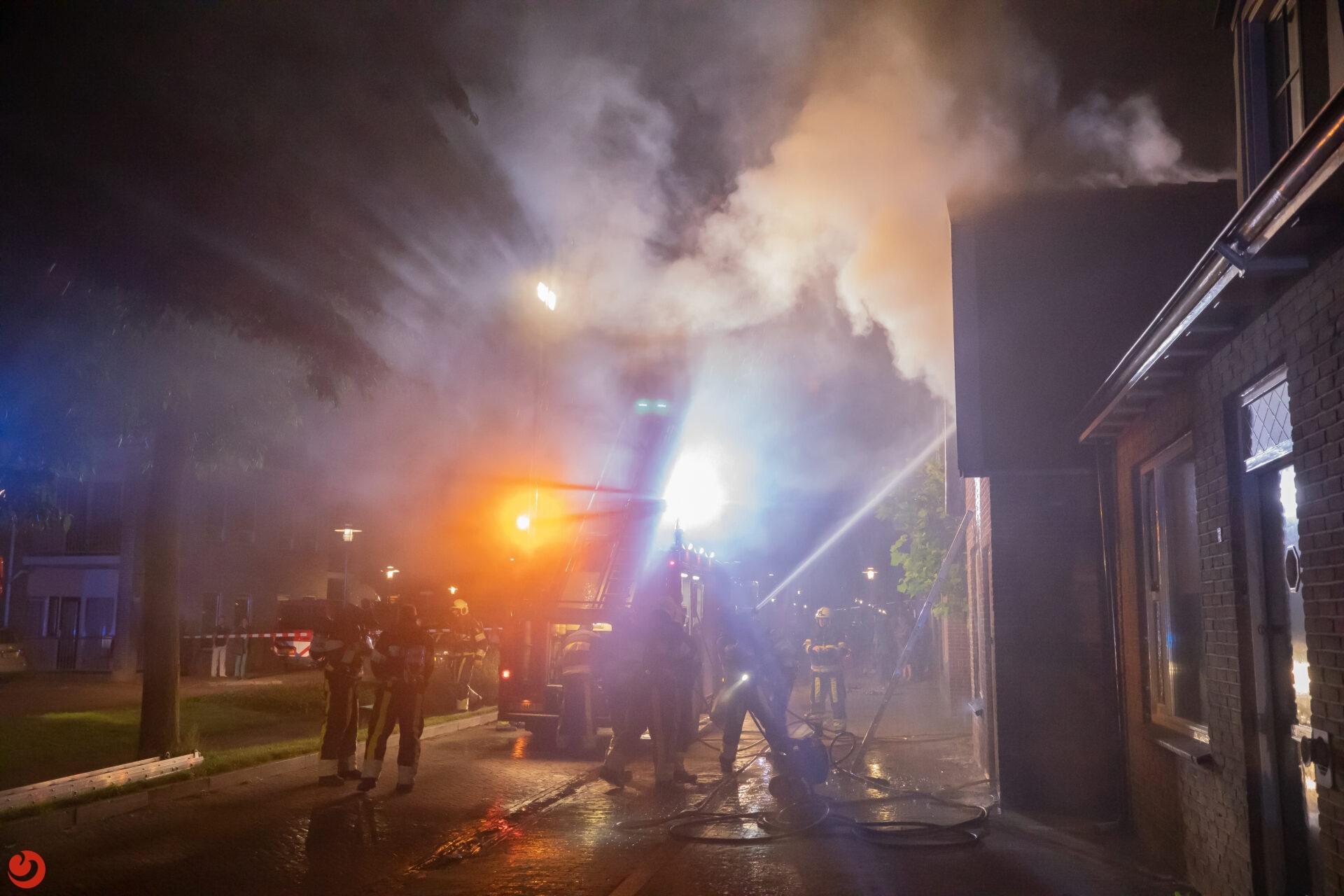 Veel rookontwikkeling bij flinke woningbrand in Noordwolde