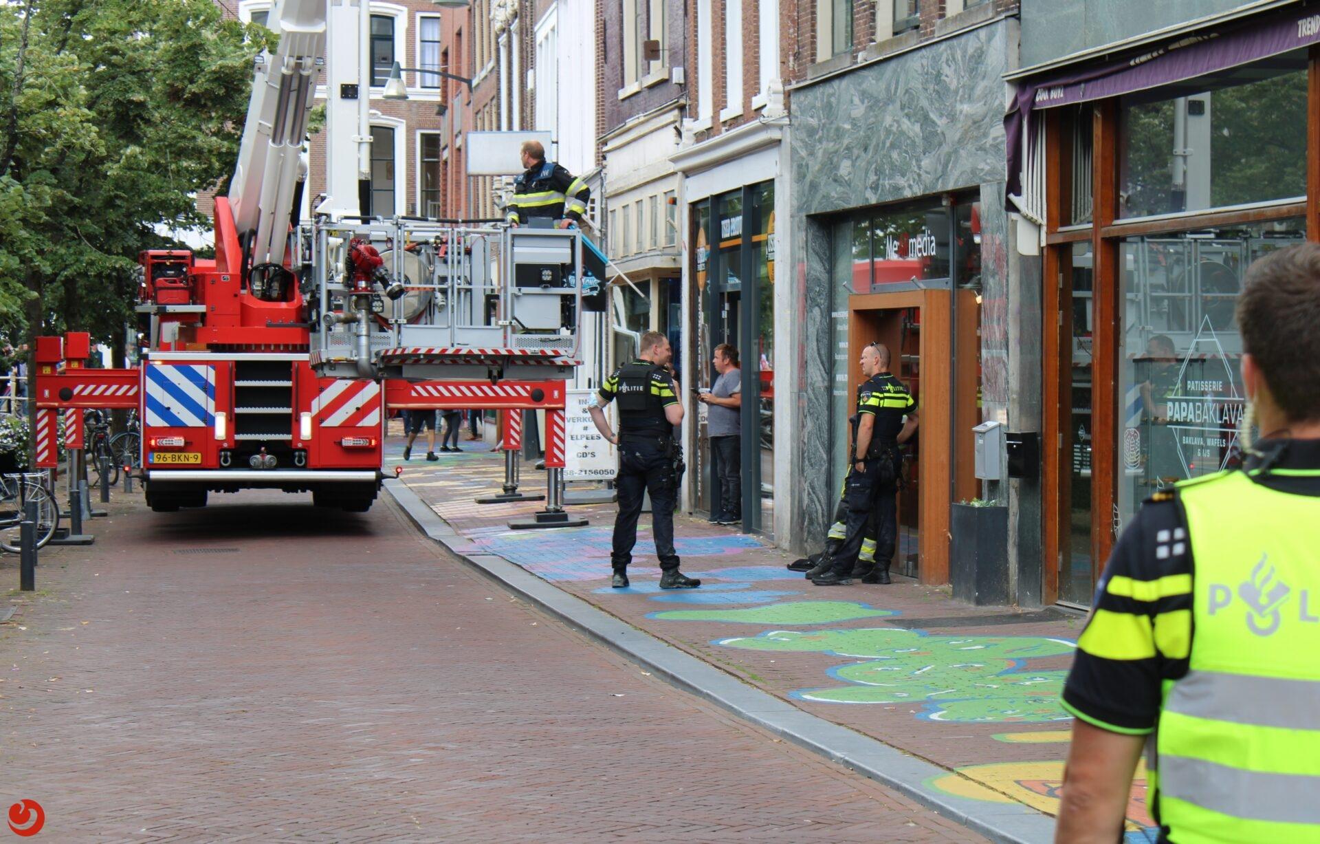 Politie haalt man van dak in centrum Leeuwarden