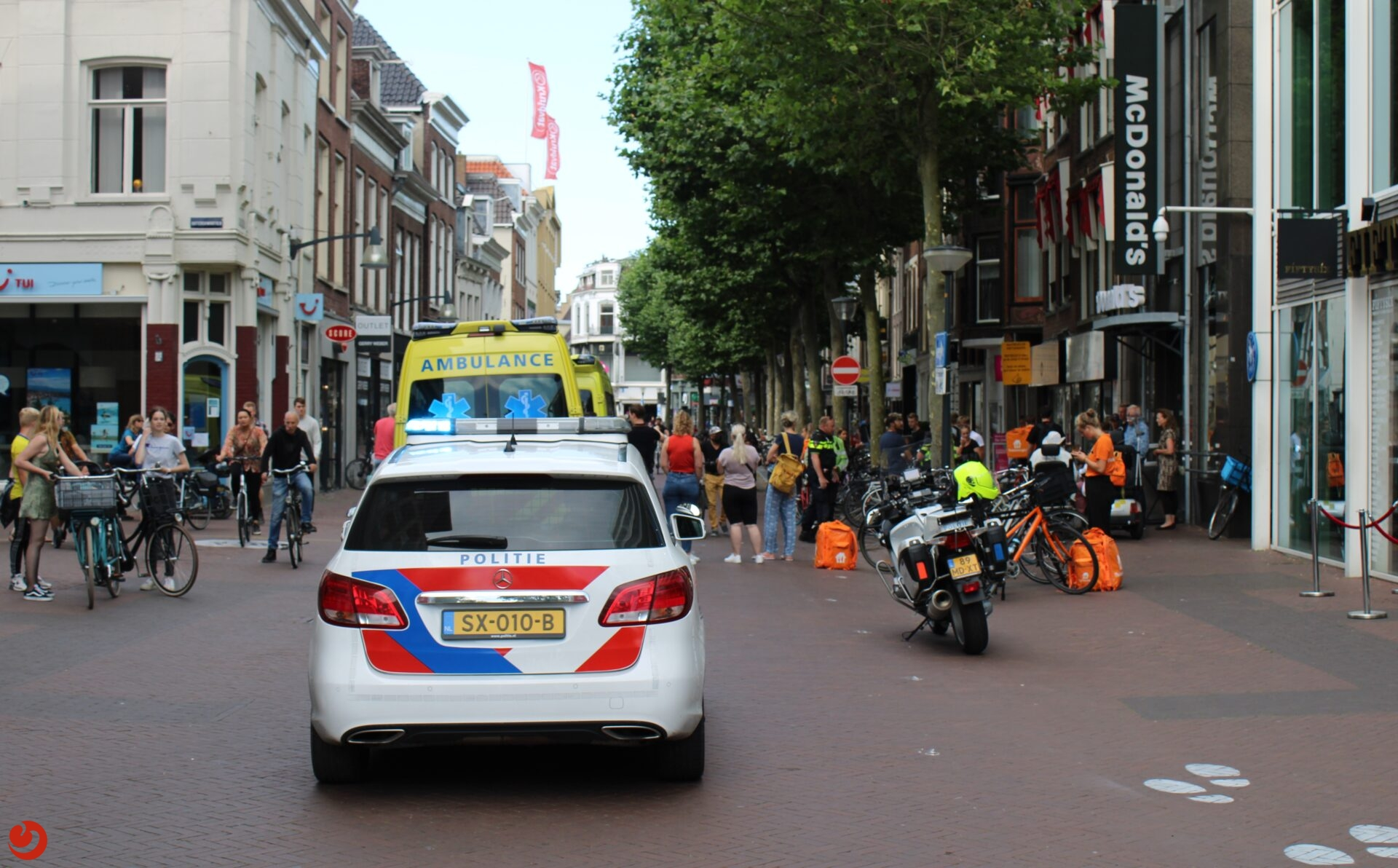 Twee gewonden bij aanrijding voor McDonald's Leeuwarden