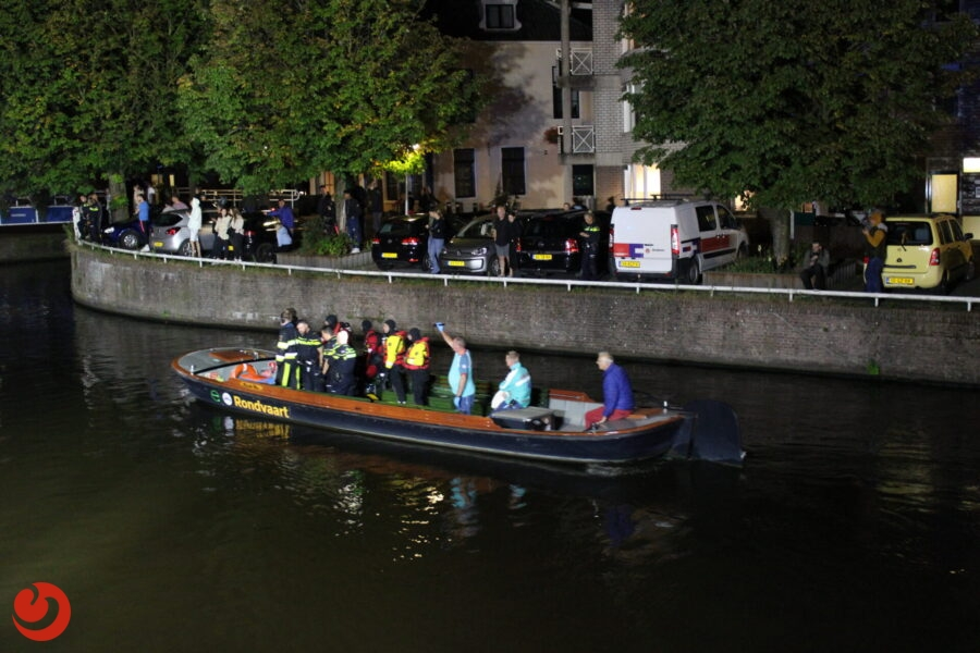 Grote reddingsactie voor verwarde man te water in Leeuwarden