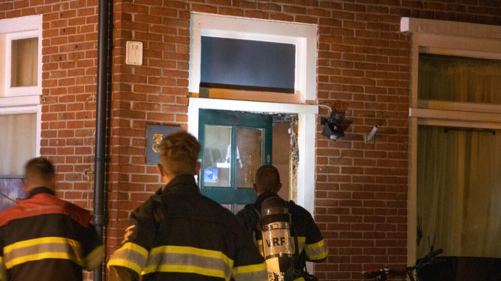 Rookmelder wekt bewoners bij woningbrand in Leeuwarden