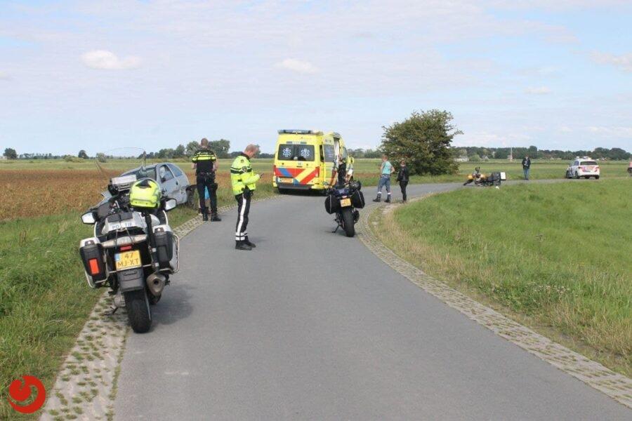 Motorrijder botst op auto in Westergeest; automobilist aangehouden