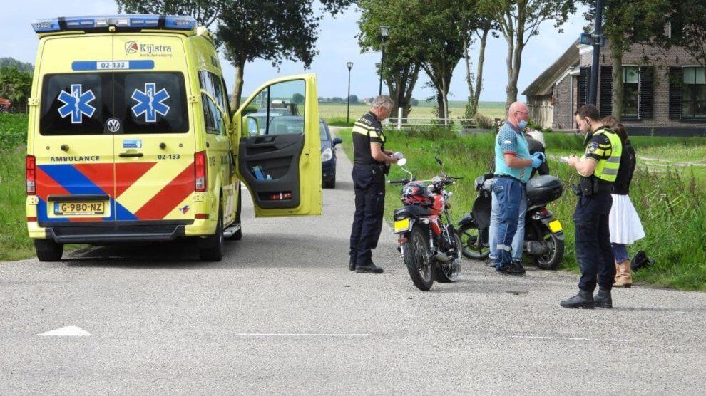 Gewonde bij botsing tussen scooter en brommer in Firdgum