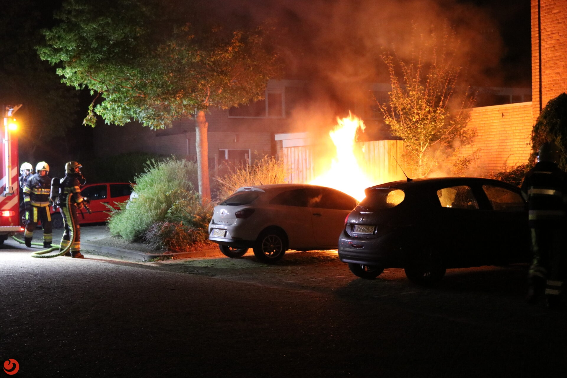 Auto verwoest na felle brand in Drachten