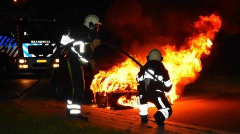 Auto verwoest door brand in Heerenveen
