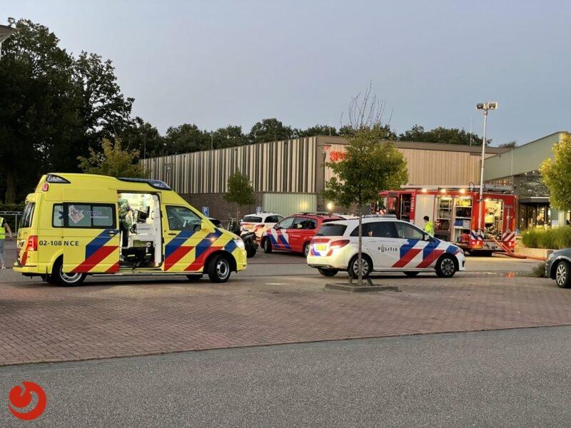 Giftige stof komt vrij in zwembad Joure; twee personen gewond