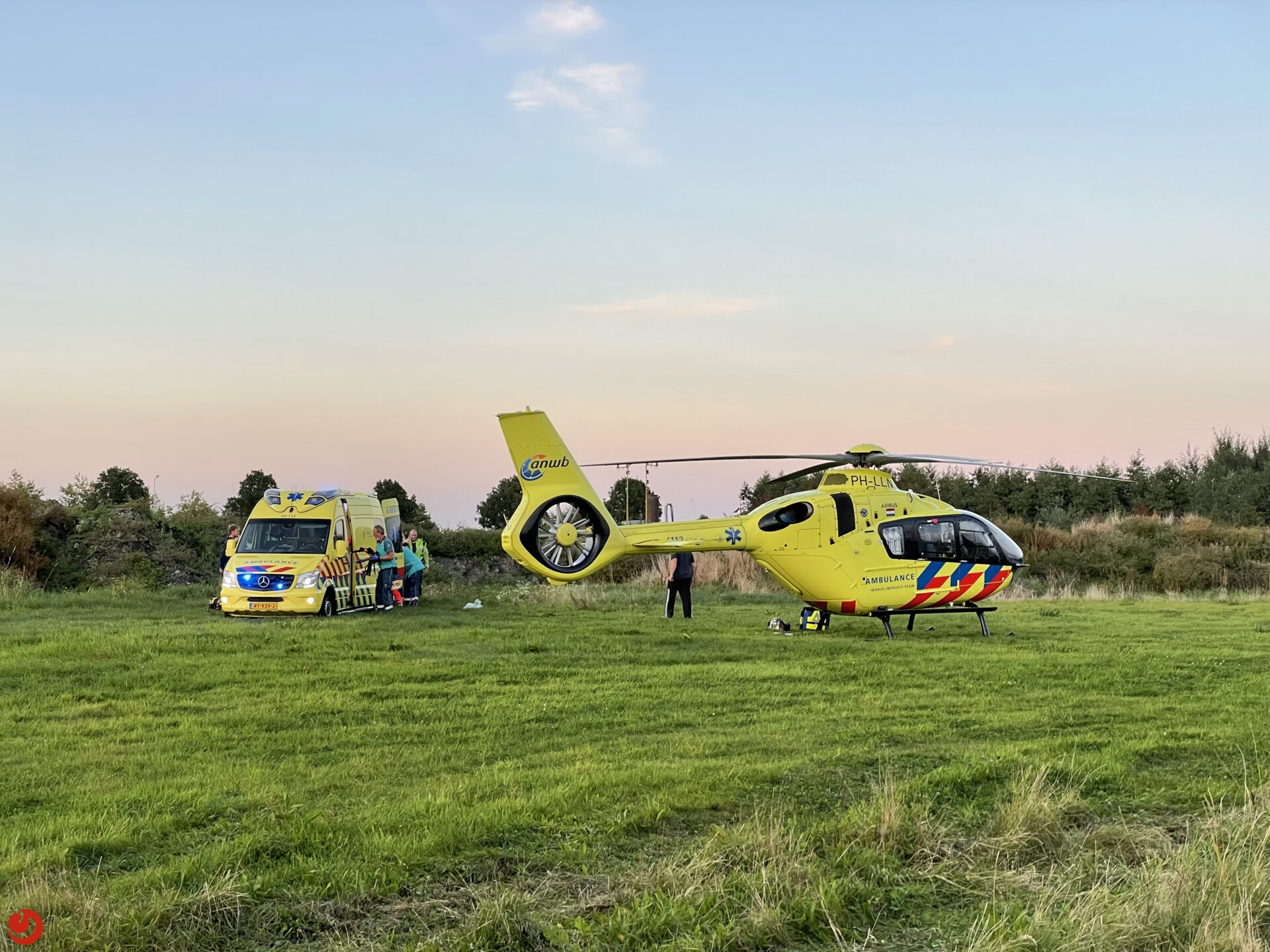 Man op crossmotor crasht op modderbult en raakt zwaargewond in Grou