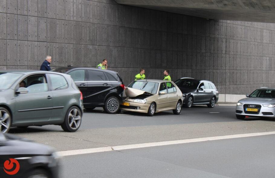Lange file vanaf N31 door kop-staart ongeval in Leeuwarden
