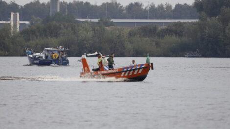 Overboord geslagen persoon uit water gered in Drachten