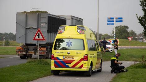 Drie fietsers botsen in Bitgummole; één gewonde