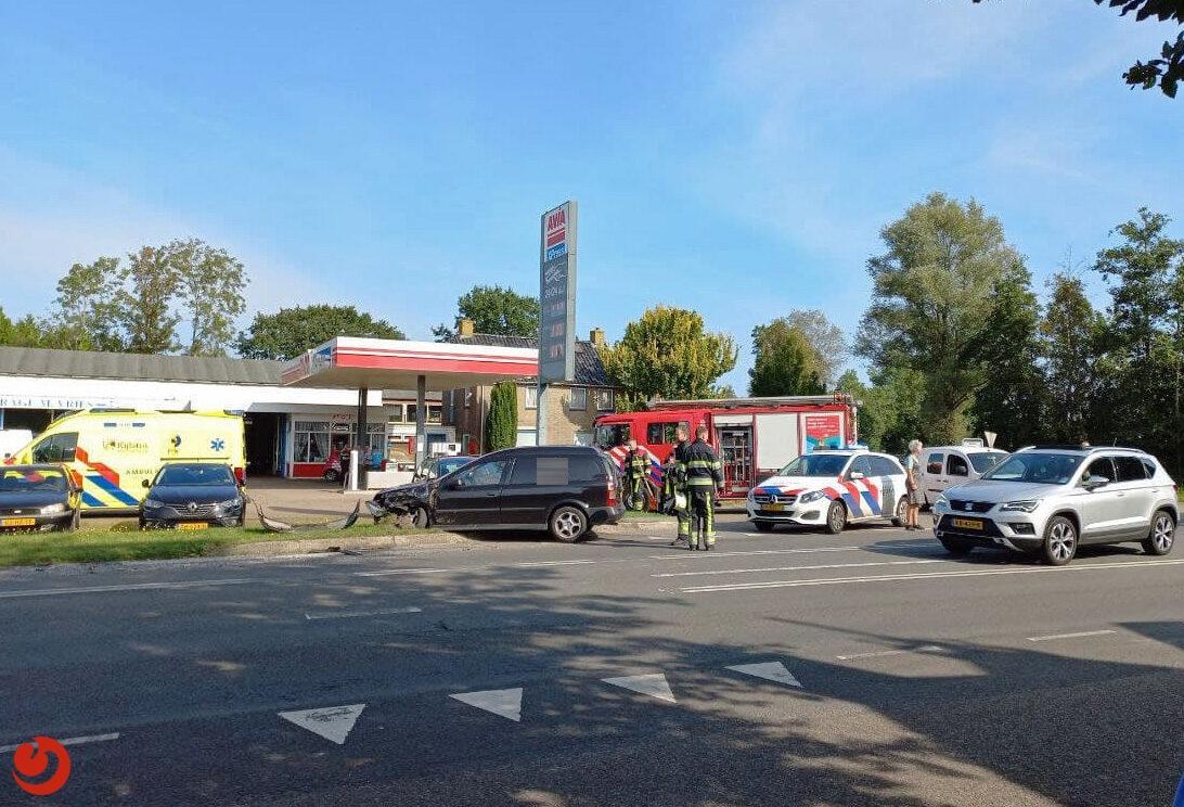 Forse schade bij ongeval op Rijksstraatweg Jistrum.