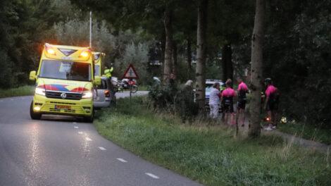 Wielrenners met elkaar in botsing in Burgum; één gewonde