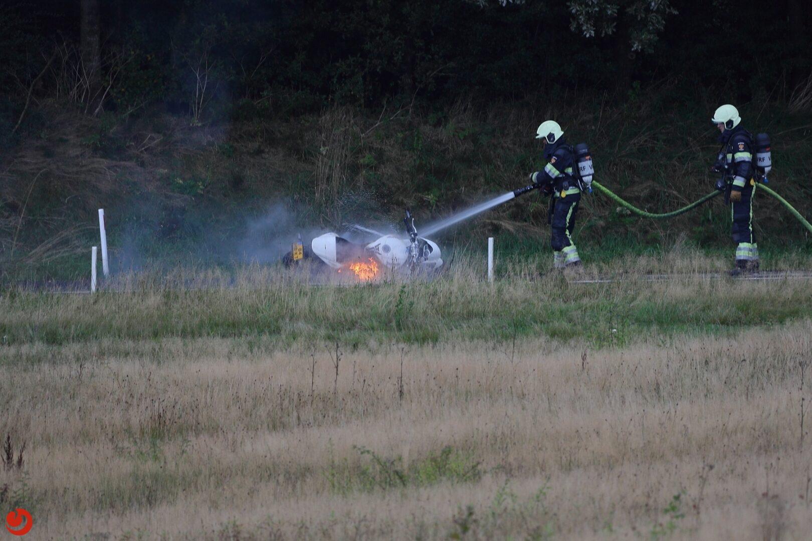 Motor in brand op toerit A7 bij Drachten