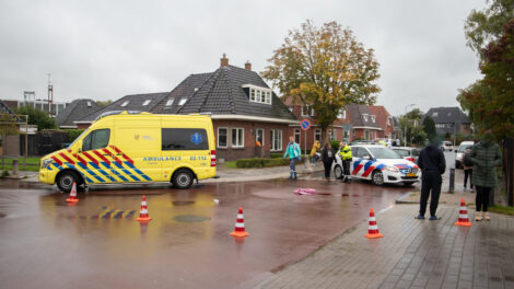 Fietser gewond na botsing met auto in Stiens