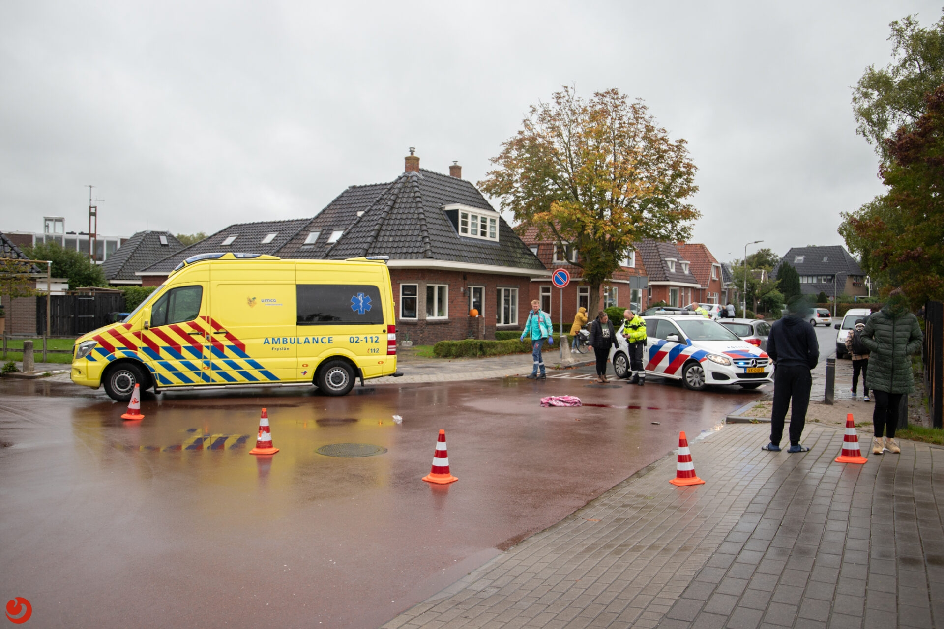 Fietser gewond na botsing met auto in Stiens.