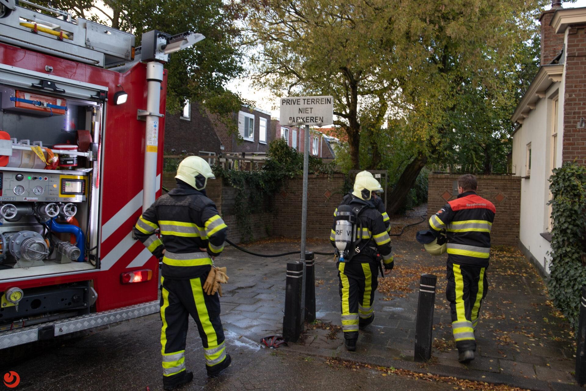 Dakbrand bij oud schoolgebouw in Leeuwarden