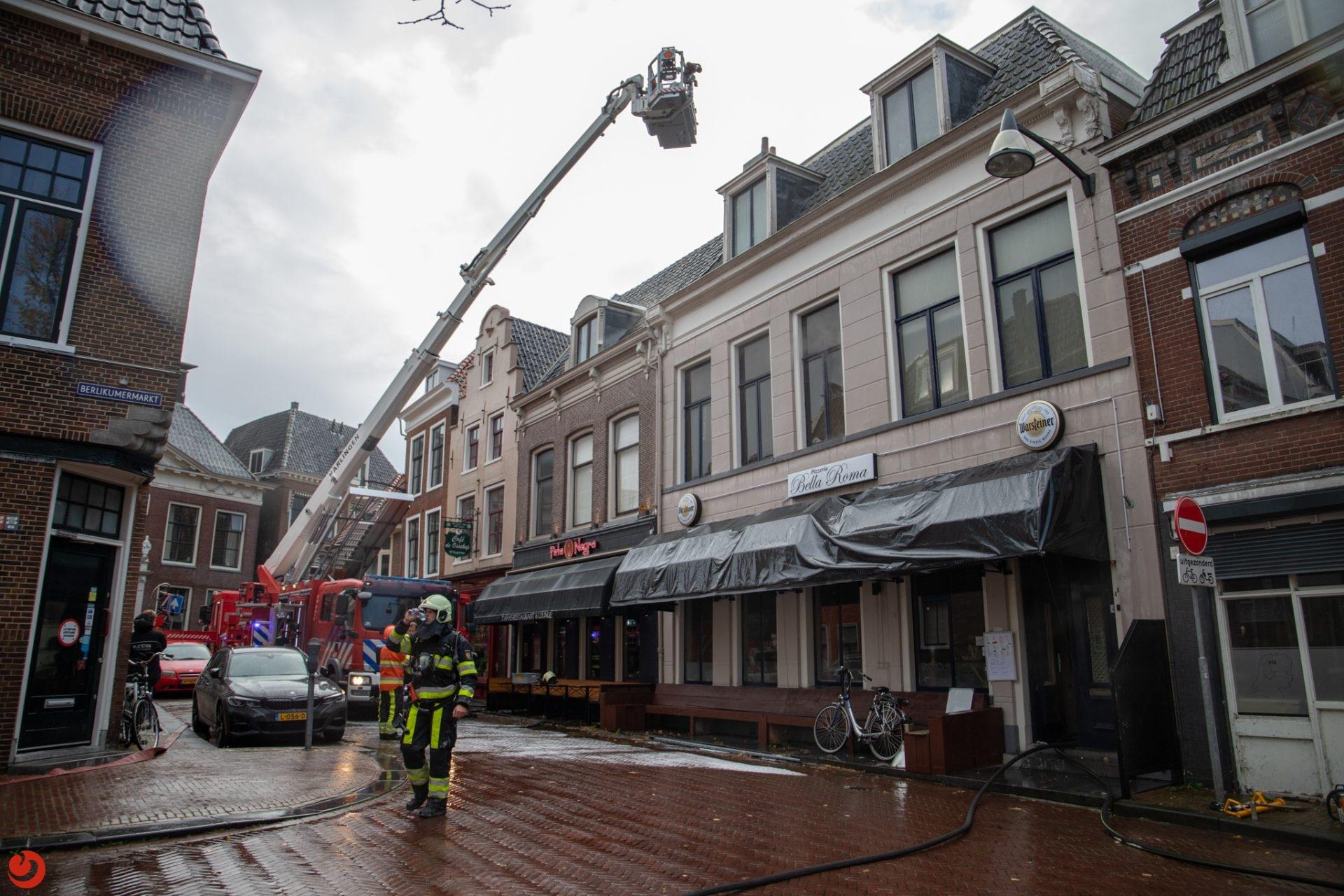 Twee panden beschadigd bij grote brand in binnenstad Leeuwarden