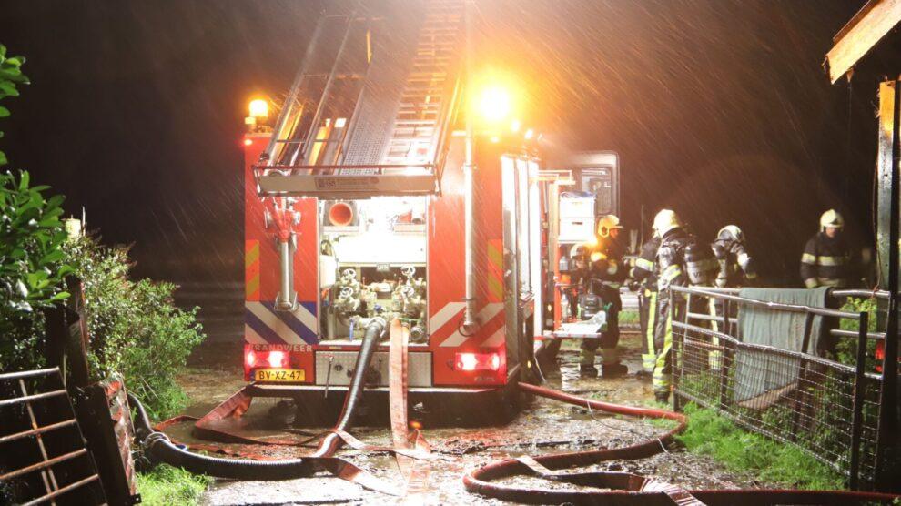 Grote brand in geitenboerderij Kollum; geiten omgekomen