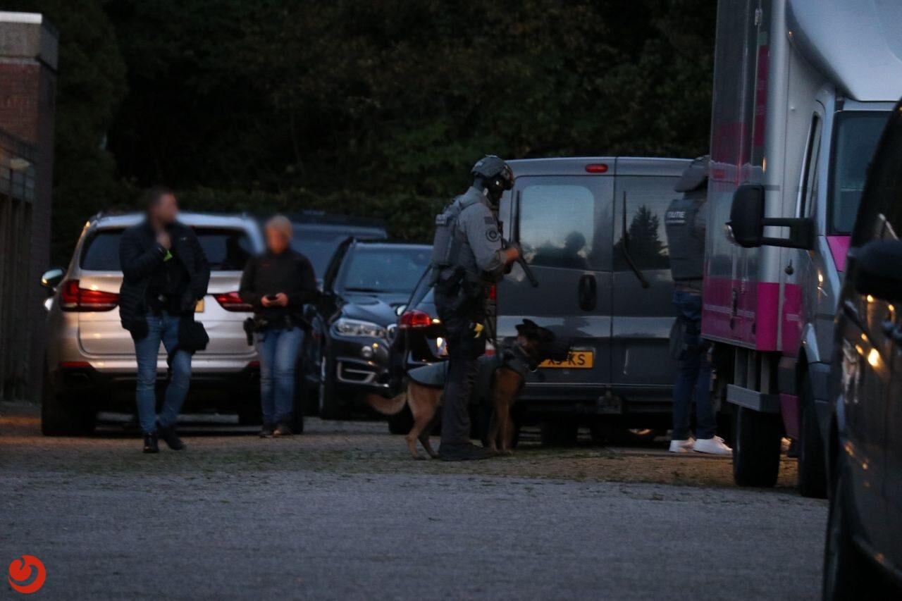 Arrestatieteam en ondersteuningsgroep valt flat in Drachten binnen