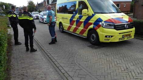 Auto en fiets in botsing bij verlaten parkeervak in Ried
