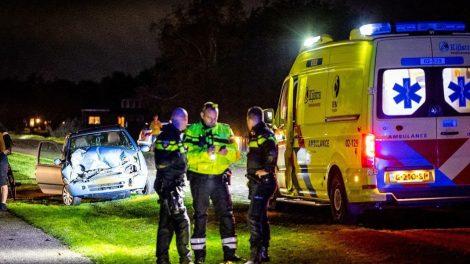 Automobiliste gewond na botsing met mini-shovel in Nij Beets