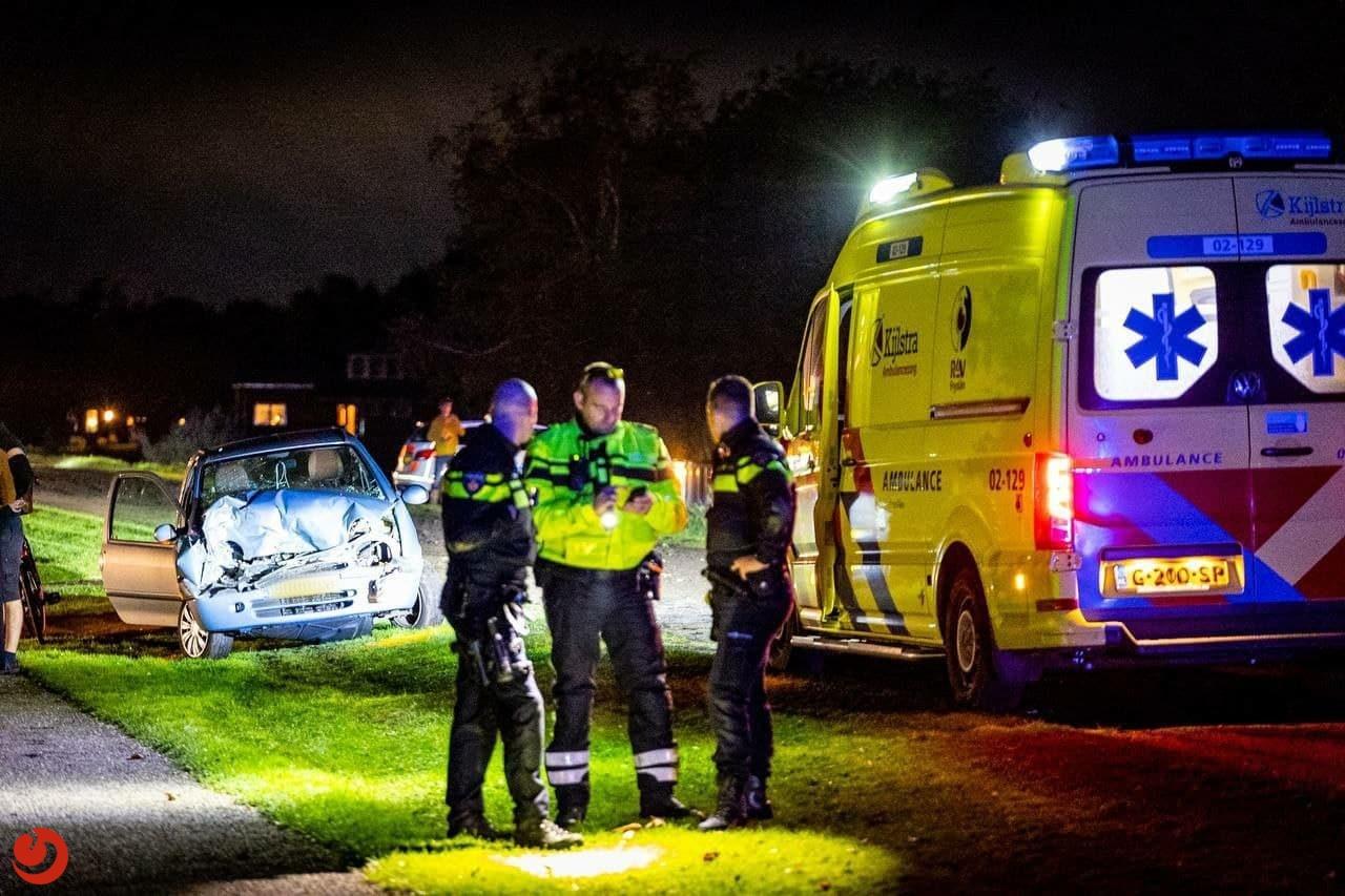 Automobiliste gewond na botsing met mini-shovel in Nij Beets.